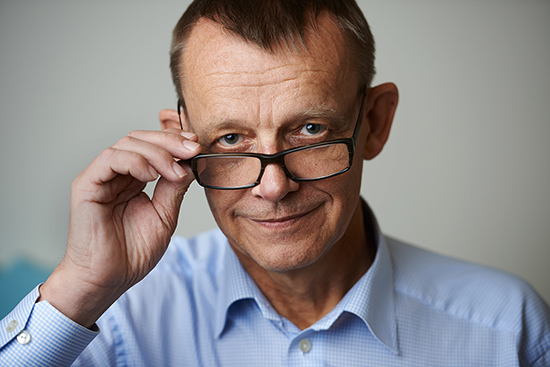Hans Rosling touching his glasses